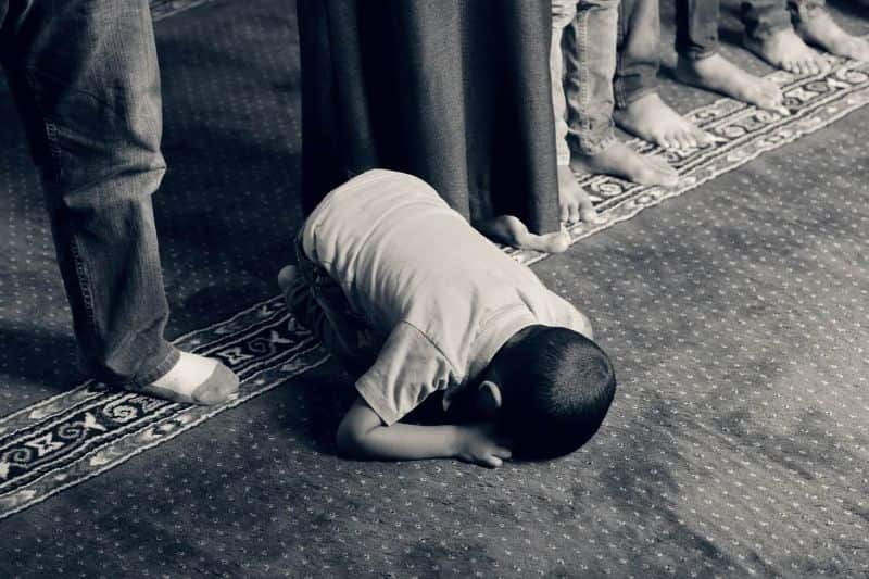 prayer kid praying muslim